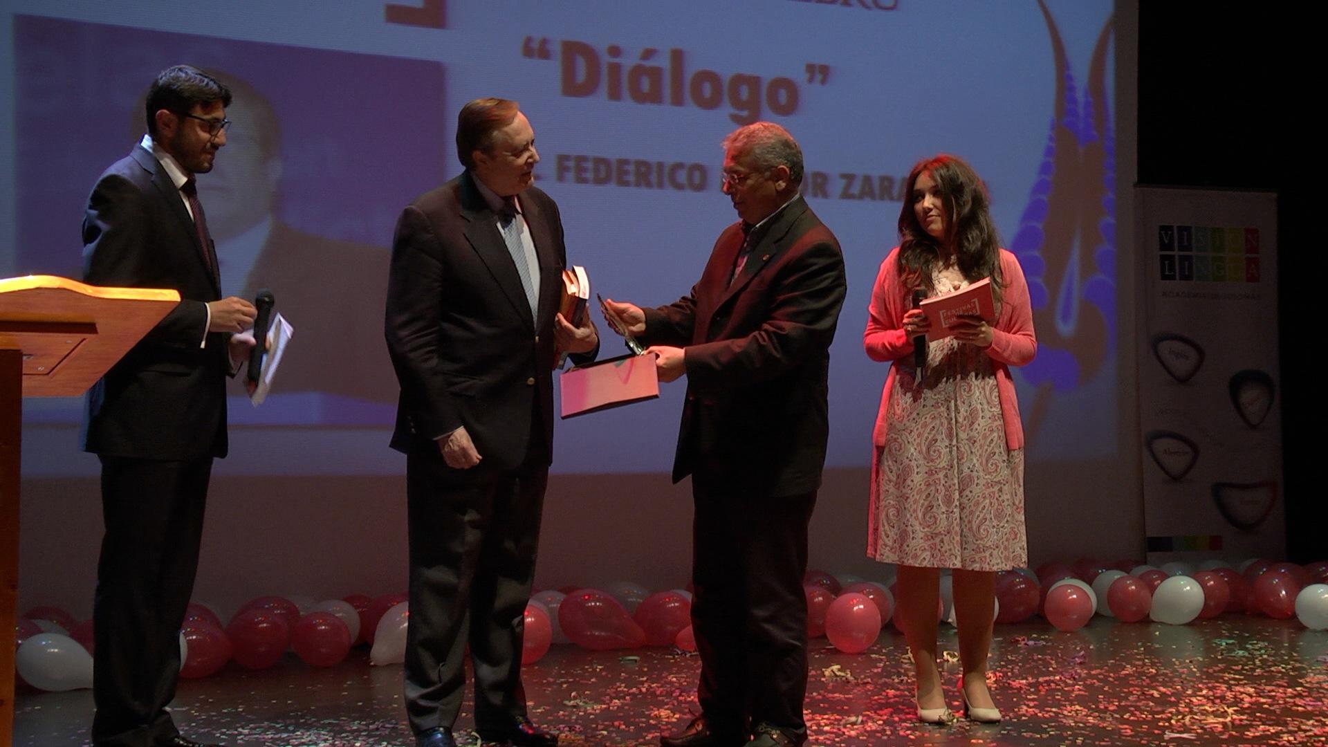 Premios Ebru 2013 (8)